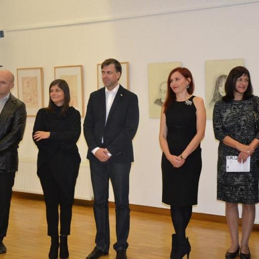 """Na moji razstavi """"Akti"""" v galeriji Kocka  Novo mesto. Župan g.Gregor Macedoni in njegova žena Klavdija,,  poleg mene, leto 2015"""