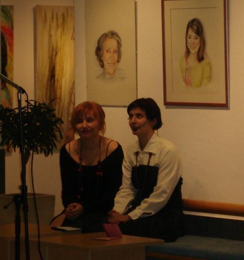 Z voditeljico Nino Štampohar na otvoritvi moje razstave portreti v Novem mestu